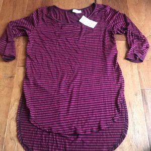 Free kisses striped high low T size small